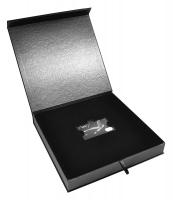 Эксклюзивная коробка с бархатным ложементом для пластиковой карты и буклета